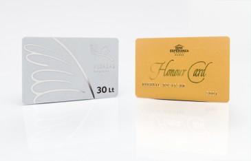 Sidabrinės ir auksinės plastikinės kortelės